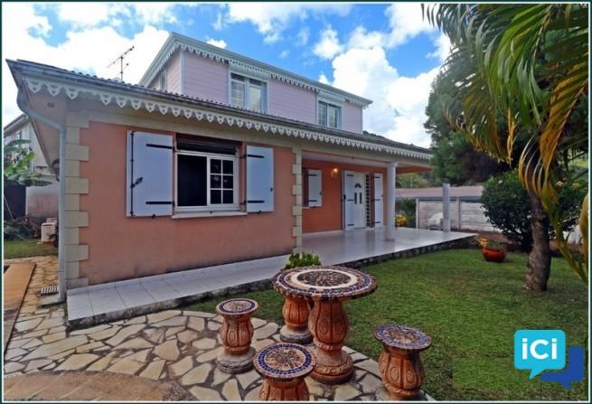 Villa T5 style créole sur LE MARIN à louer